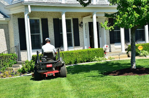 3 Tips for Finding the Right Lawn Care Service