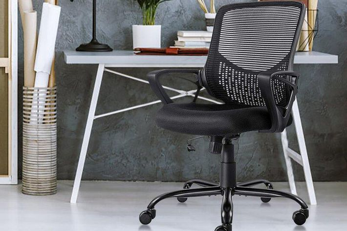 How to Save Money While Buying Office Furniture?