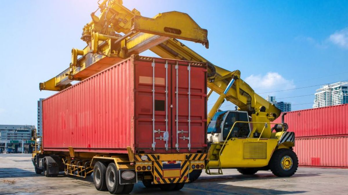 Utilize the Interstate Freight Services to Send Goods Nationally